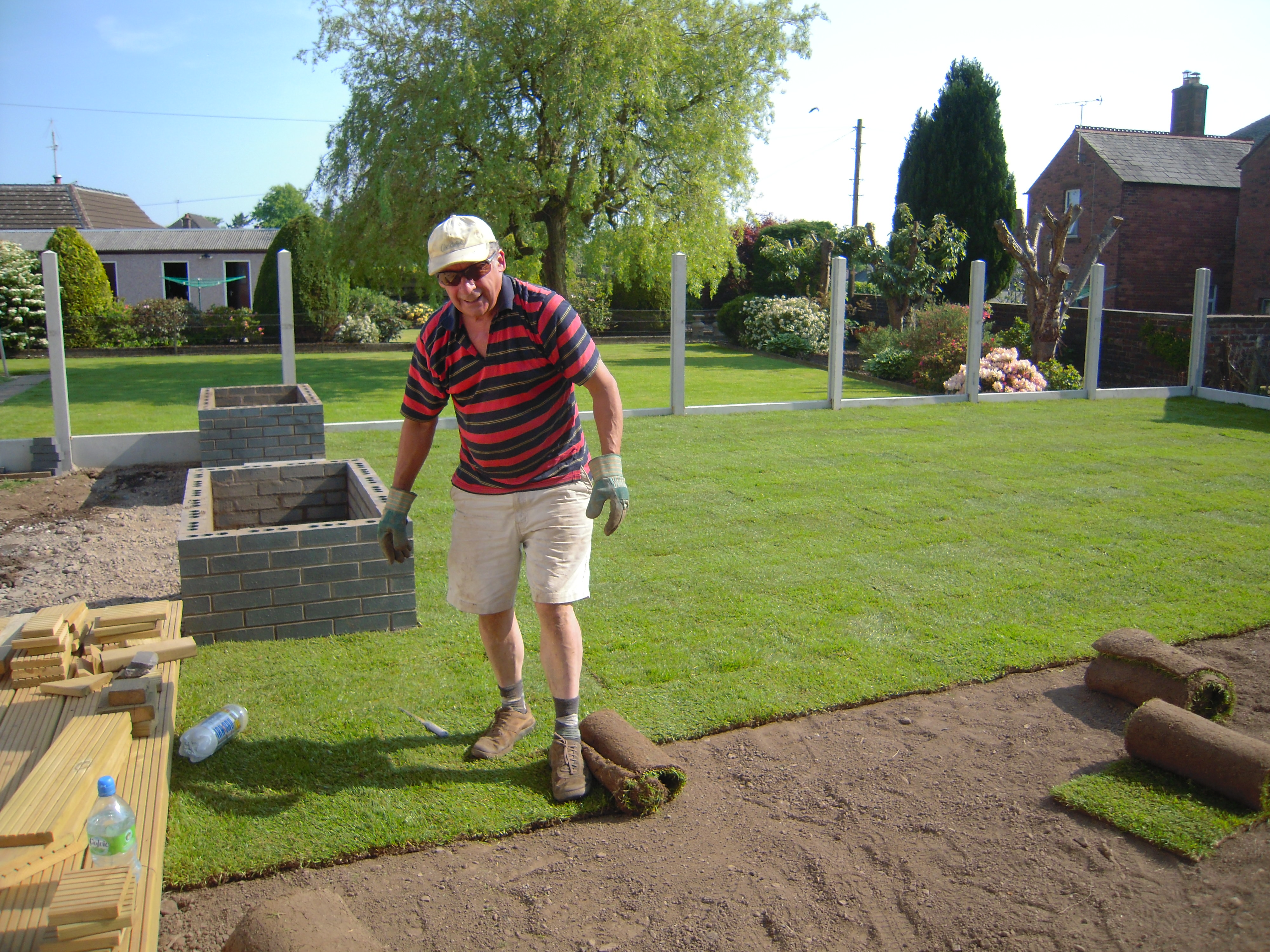 Laying garden turf garden ftempo for Care for new sod