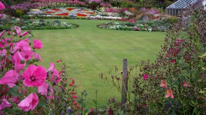 Taking Care of a Large Lawn: Mowing, Landscaping & Equipment